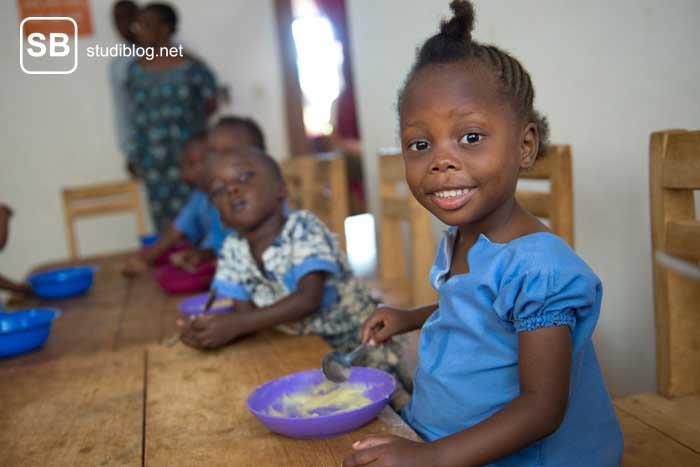 Kinder, die Hunger haben