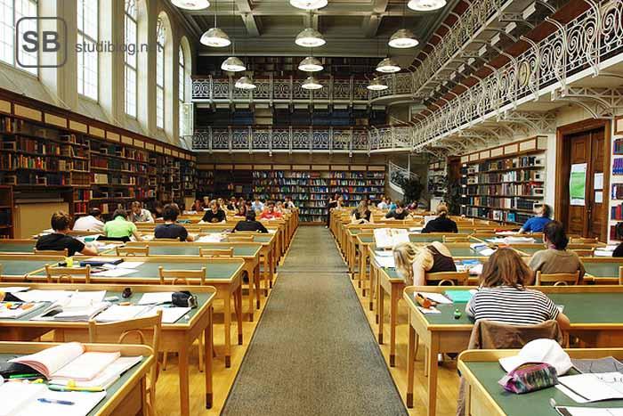 """Eine Szene in der Unibibliothek als Beitragsbild zum Thema """" schwänzen """""""
