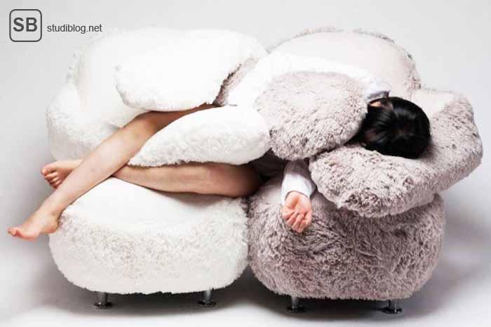 Das Sofa für den einsamen Studenten, dass dich umarmt