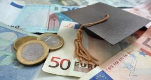 Bild mit Geldbörse und Euroscheinen zum Artikel über die Studentensteuererklärung