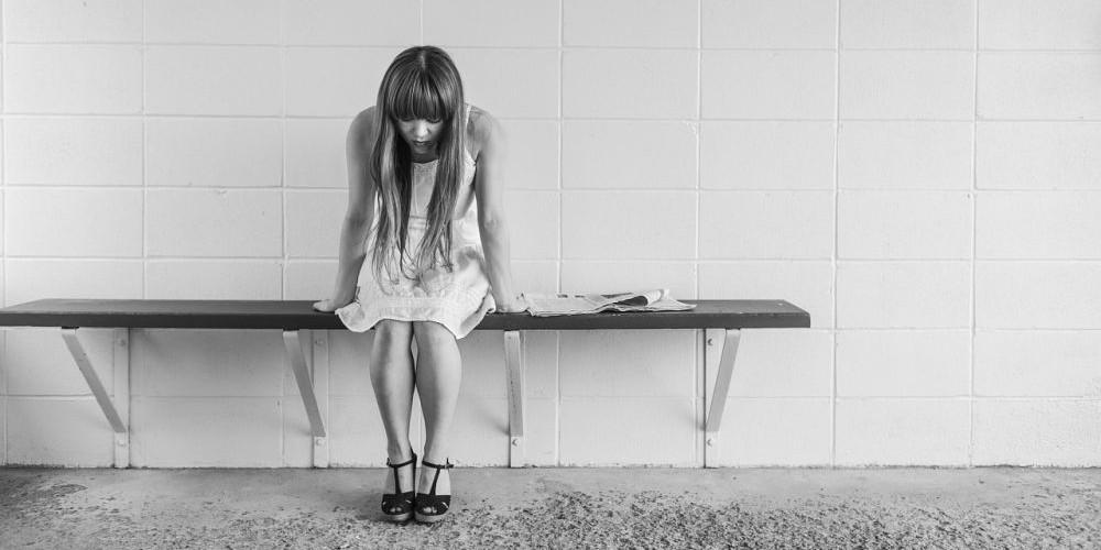Mädchen mit Magen Darm Beschwerden