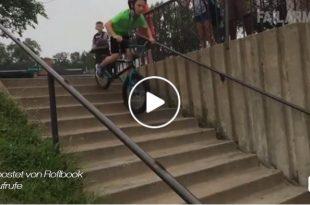 bmx-bike-fährt-über-stufen-sturz