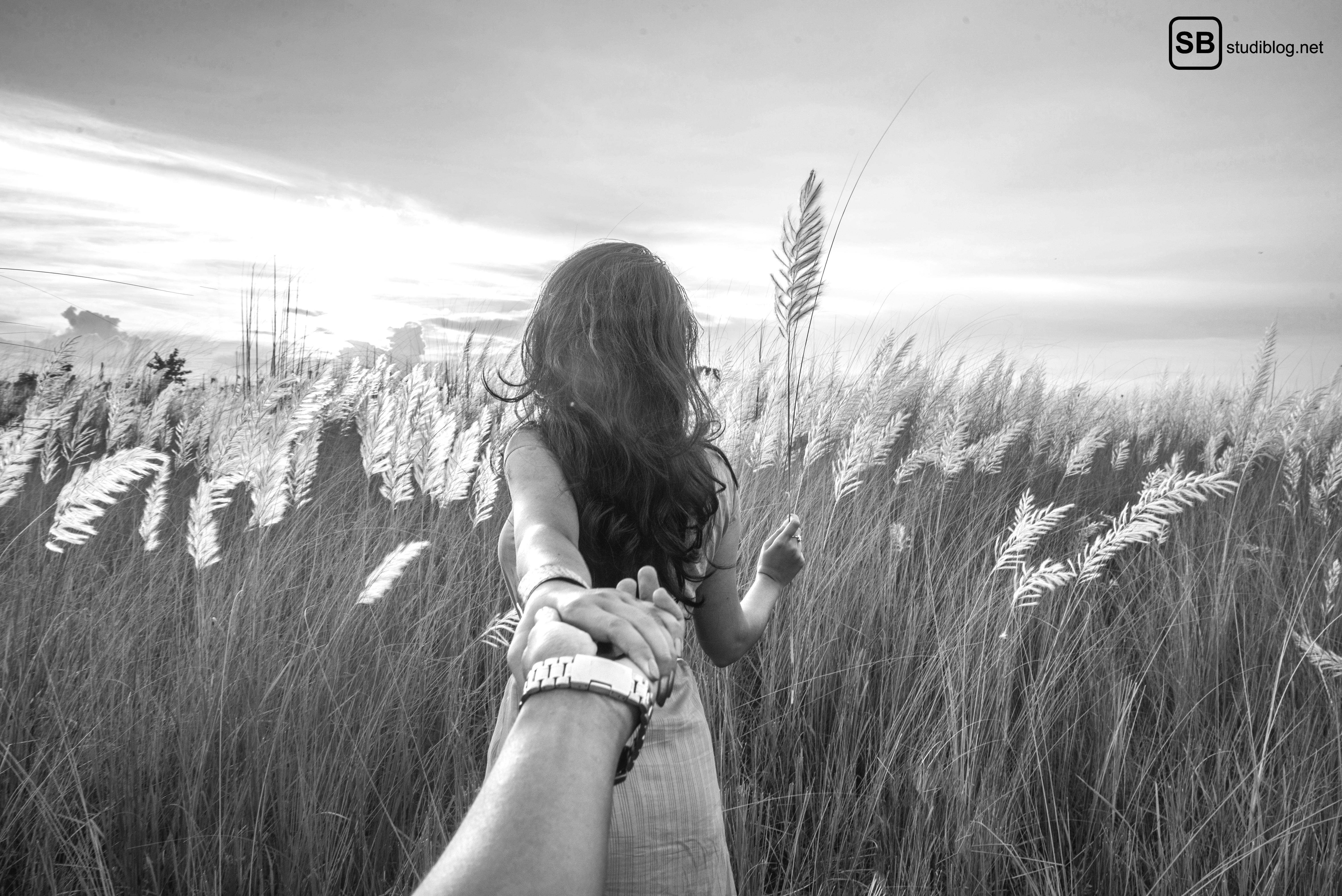 Wiedersehen mit Mr Perfect - Mann folgt Mädchen und hält dessen Hand