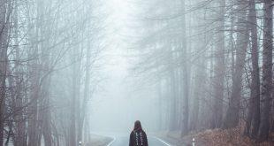online dating: Mädchen verloren im Wald
