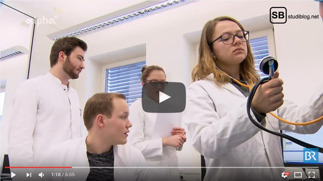 Exmatrikulation - Teilstudienplatz Medizin: Medizinstudenten messen Blutdruck