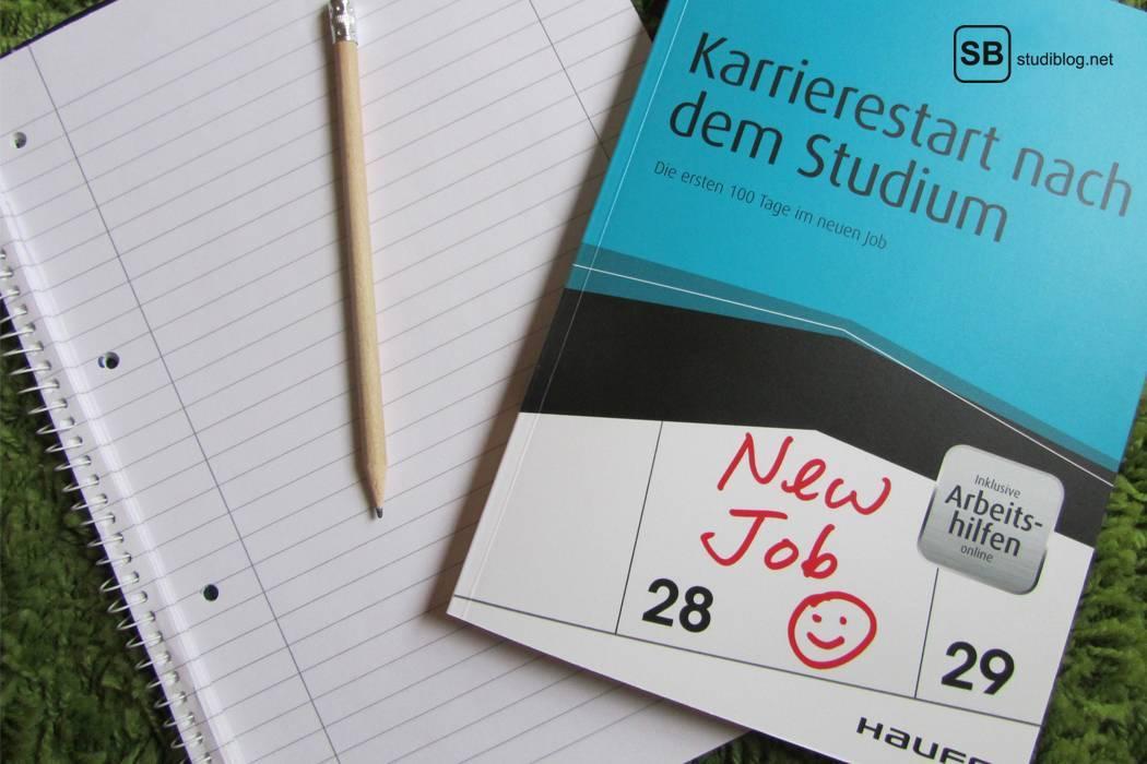 Foto eines Buches mit dem Titel Karrierestart nach dem Studium - zum Thema was tu ich als Alumni nach dem Studium