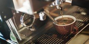 Coffeemanagement: Kaffeetasse unter Kaffeemaschine