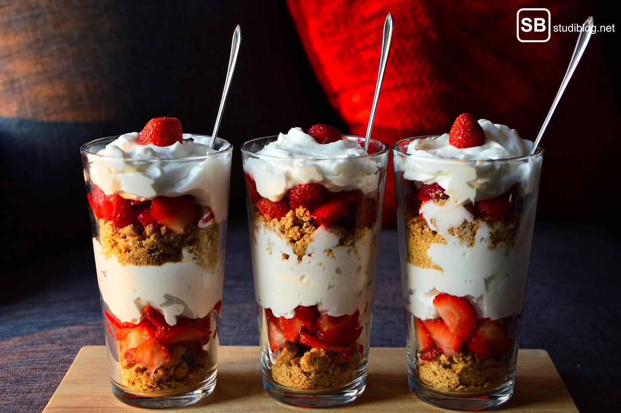Manche Jungs sind wie Joghurts: 3 Joghurts mit Erdbeeren
