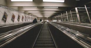 Sind denn alle im Leben weiter als ich? - Rolltreppe