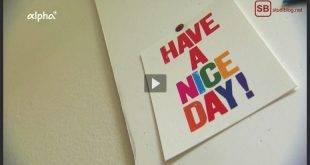 """Praktikum: Karte an der Wand mit der Aufschrift """"Have a nice day!"""""""