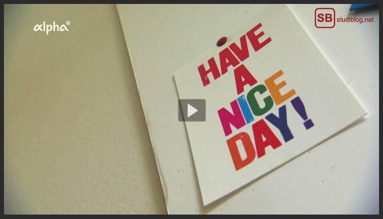 "Praxiserfahrung im Praktikum: Karte an der Wand mit der Aufschrift ""Have a nice day!"""
