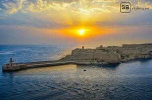 Artikelbild zu Malta the place to be mit Hafen und Sonnenuntergang