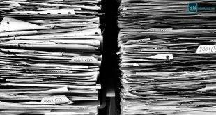 Uni-Bürokratie: Tipps zu Prüfungsordnung und Co.: Ein Stapel Dokumente