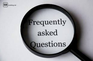 """Eine Lupe liegt auf einem weißen Blatt, inmitten man """"Frequently asked Questions"""" lesen kann - warum bist du noch Single?"""