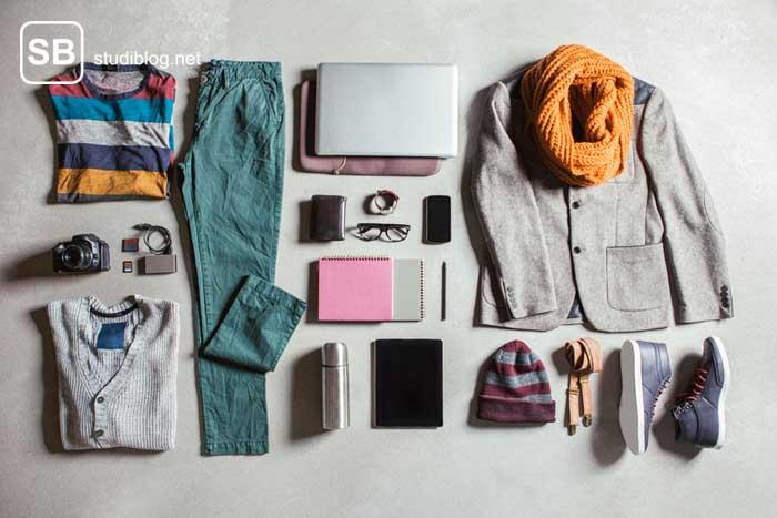 Eine Auswahl verschiedener Kleidungsstücke zum Thema Kleidung günstig kaufen!