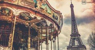 Reisebericht Paris: Im Vordergrund ist ein Karussell zu sehen, im Hintergrund der Eiffelturm