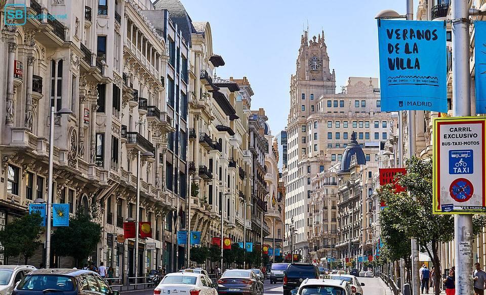 Auslandspraktikum: Eine Straße in Madrid, Spanien