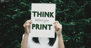 Papierlos durchs Studium? Frau hält Schild, auf dem steht: Think before you print