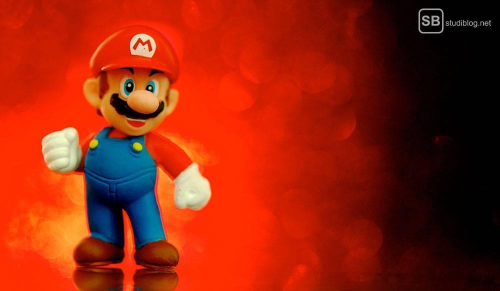 Videospiele: Mario vor rot-schwarzem Hintergrund