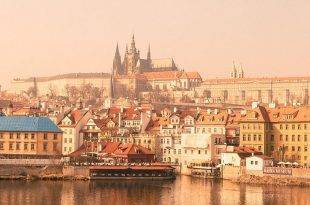 Reise-Tipps: 5 Orte, die du in Prag gesehen haben solltest - Blick auf Prag