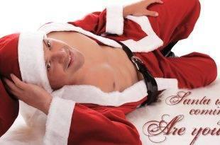 Der Nikolaus mit seiner langen Rute: Sexy Santa Claus räkelt sich vor der Kamera