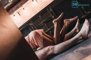 Der Hausgeist und sein Ende - Paar am Boden liegend