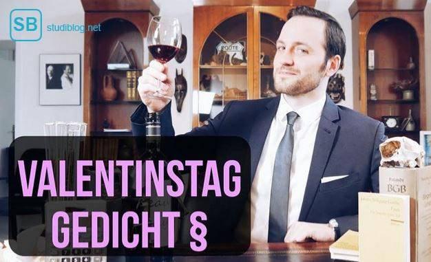 Ein Jurist erhebt das Weinglas zu seinem Gedicht zum Valentinstag - eine Geschenkidee.