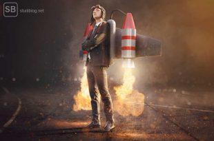 Student mit Jetpack und Anzug zum Thema Weg zum Traumjob
