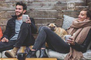 Pärchen in einer Lounge zum Thema Love-Doktor und das perfekte Date