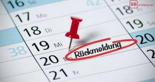 Kalender mit Pin und dem rot umkreisten Wort: Rückmeldung