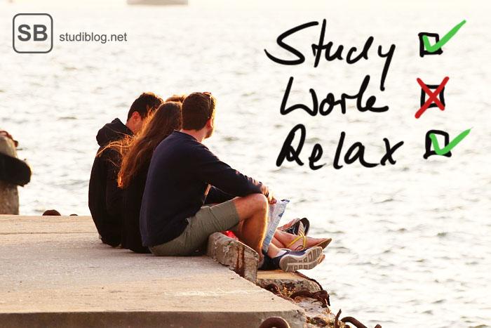 Studenten am Ufer beim chillen zum Thema Lapalingo Stipendium