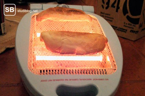 Sandwichmaker wurde umgebaut und fungiert jetzt als Toaster - Liste der Dinge, die arme Studenten machen.