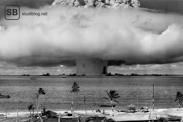 Test einer Atomwaffe auf dem Meer -> Atompilz - IPPNW als Organisation gegen Atomwaffen.