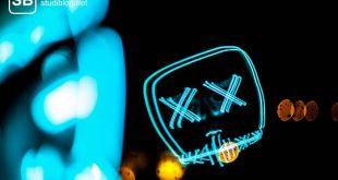 X-Chromosom - Zwei blaue X auf schwarzem Hintergrund.