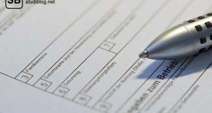 Antrag mit verschiedenen Feldern in denen persönliche Angaben zu machen sind auf dem ein Kugelschreiber liegt - hochschulstart.