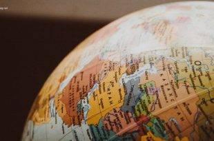 Versicherung und Finanzierung für das Auslandssemester: Ein Globus