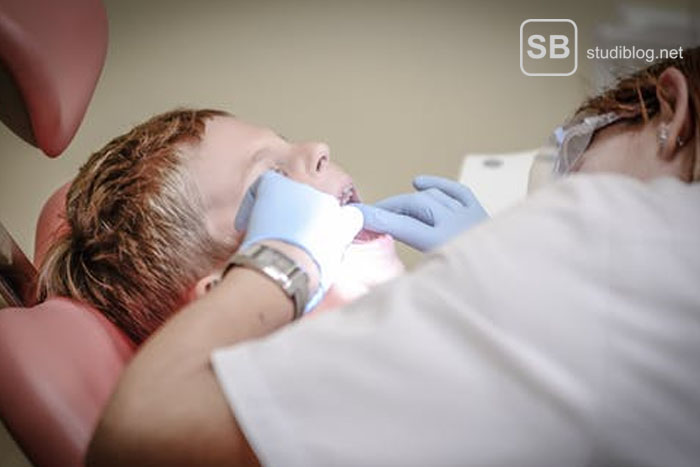 At the dentist, child lying on a dentists-chair