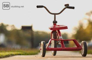 Ein Dreirad auf der Straße zum Thema Ablenkung für die Auszeit zwischendurch