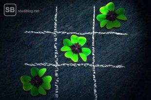Poker als Hobby - Glückskleeblätter auf einer Schiefertafel
