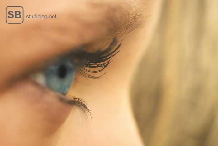 Ein rechtes blaues Auge zum Thema volle Sehkraft und Konzetration