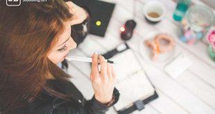 Studentin auf Jobsuche zum Thema Jobs für Studenten - die beliebtesten Tätigkeiten