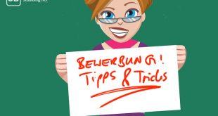 Frau mit Zettel worauf der Titel steht - Bewerbungsgespräche Tipps und Tricks
