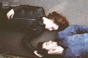 Beziehung - auf dem Boden liegendes Pärchen