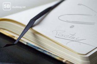 Notizbuch mit der Frage danach ob diese Gedichte Kunst sind oder nicht?