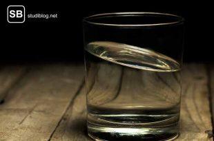 Halb volles oder halb leeres Glas? bist du ein Realist?