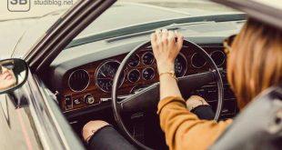 Frau am Steuer eines Wagens zum Thema Führerschein und Prüfung - doch kein Problem für mich!