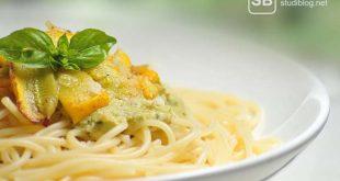 Teller Nudeln zum Thema Nudelgerichte für Studenten