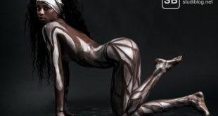 Heiße schwarze Bodypainting Studentin