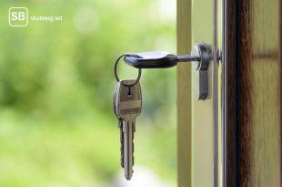 Haustür mit Schlüssel zum Thema Wohnungsmarkt